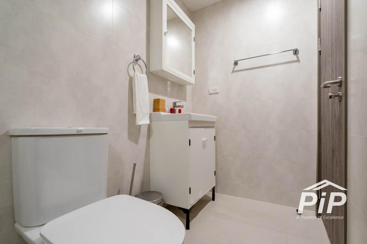 Luxury Poolside 1 Bedroom F107